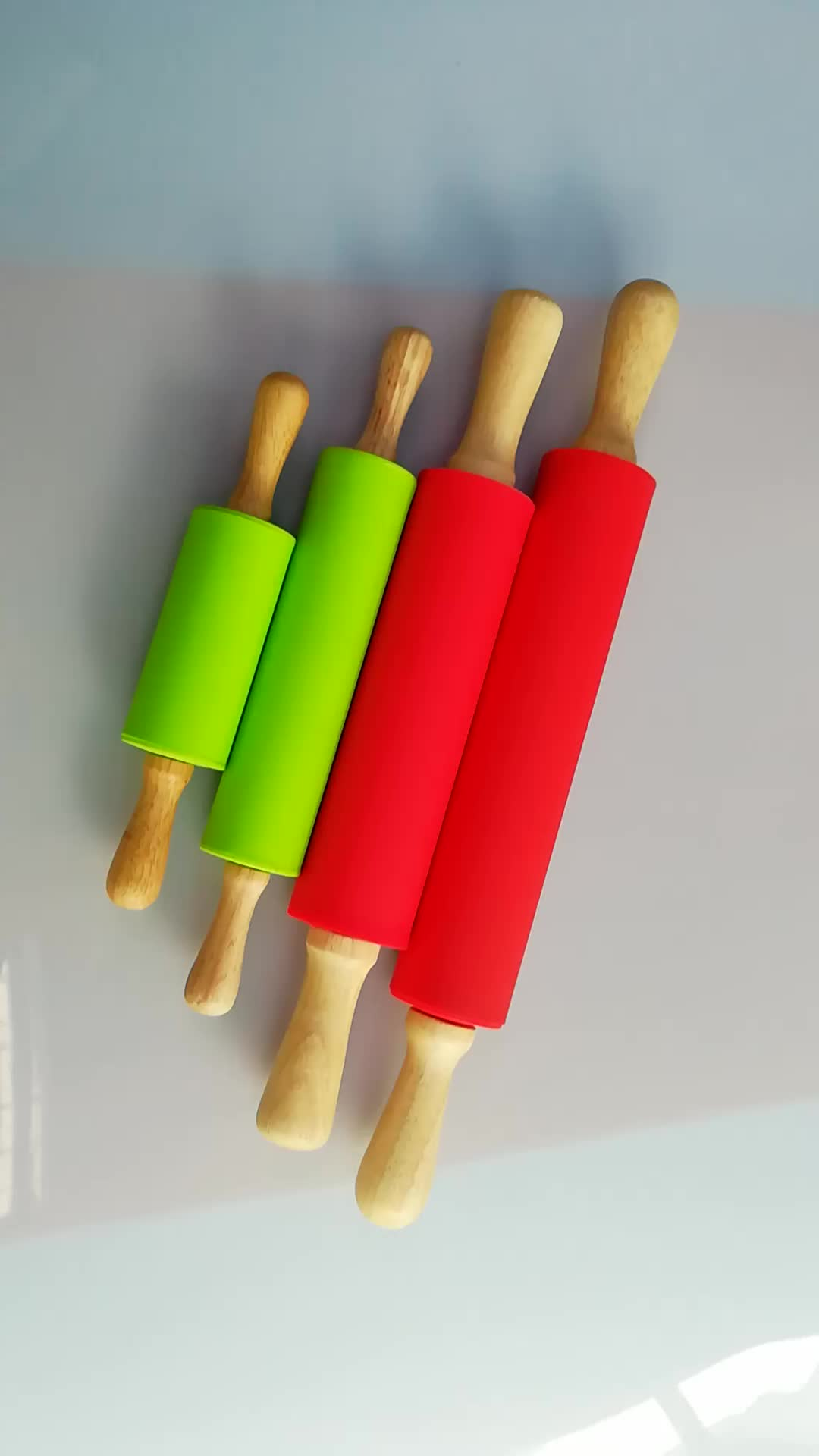 Factory wholesale easy using silicone rolling pin with wood handle,Happy kitchen wooden rolling pin