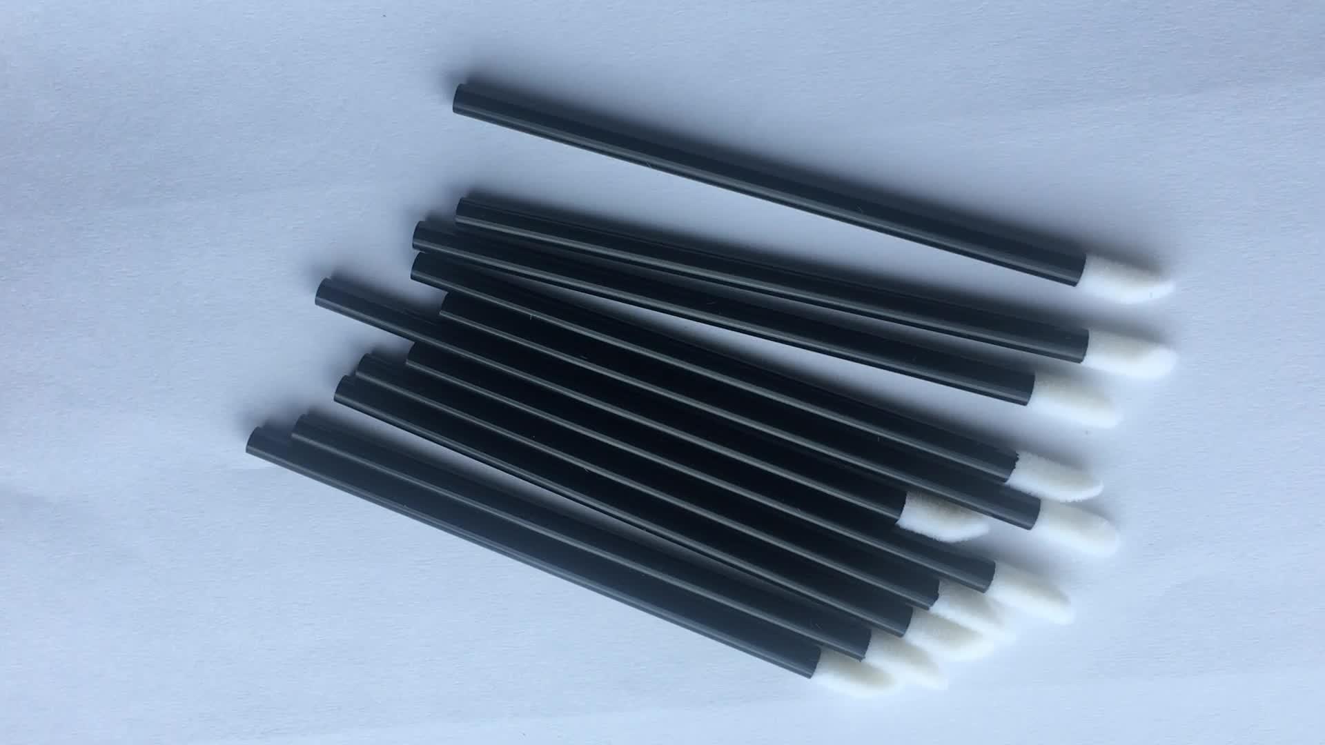 50 adet paketlenmiş Siyah Kolu Makyaj Dudak Fırçası Tek Kullanımlık Ruj Parlak Wands Aplikatör Mükemmel Makyaj Aracı