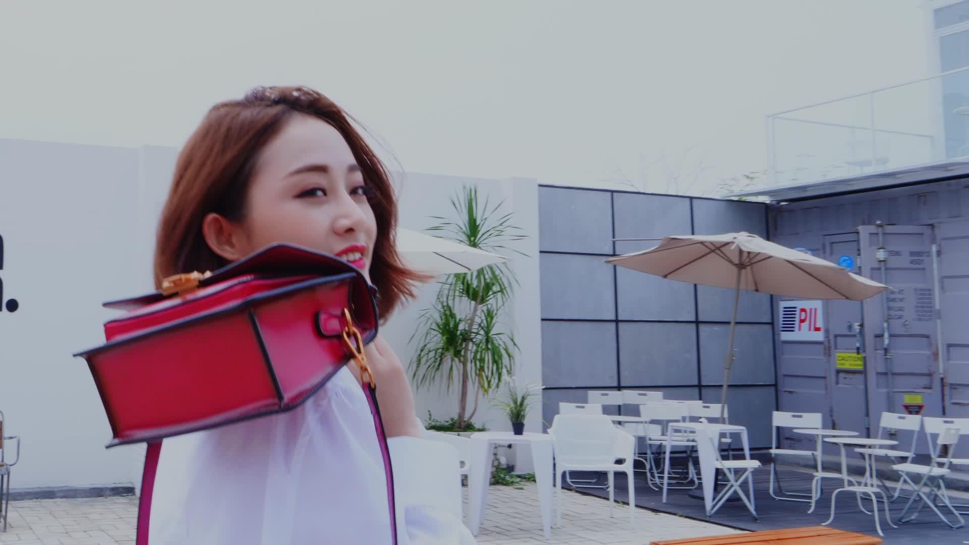 Cinese fornitori del sacchetto di cuoio dello zaino delle donne due-strato di pelle bovina borsa quadrato orizzontale obliquo borse di copertura della cinghia delle donne 2019
