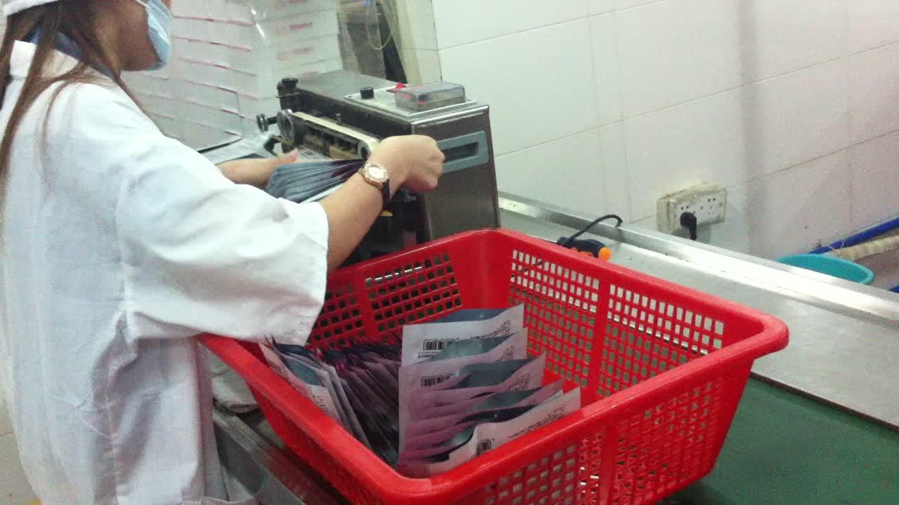 Pequeno horizontal semi automático máquina seladora saco de máscara facial com data de codificação impressora