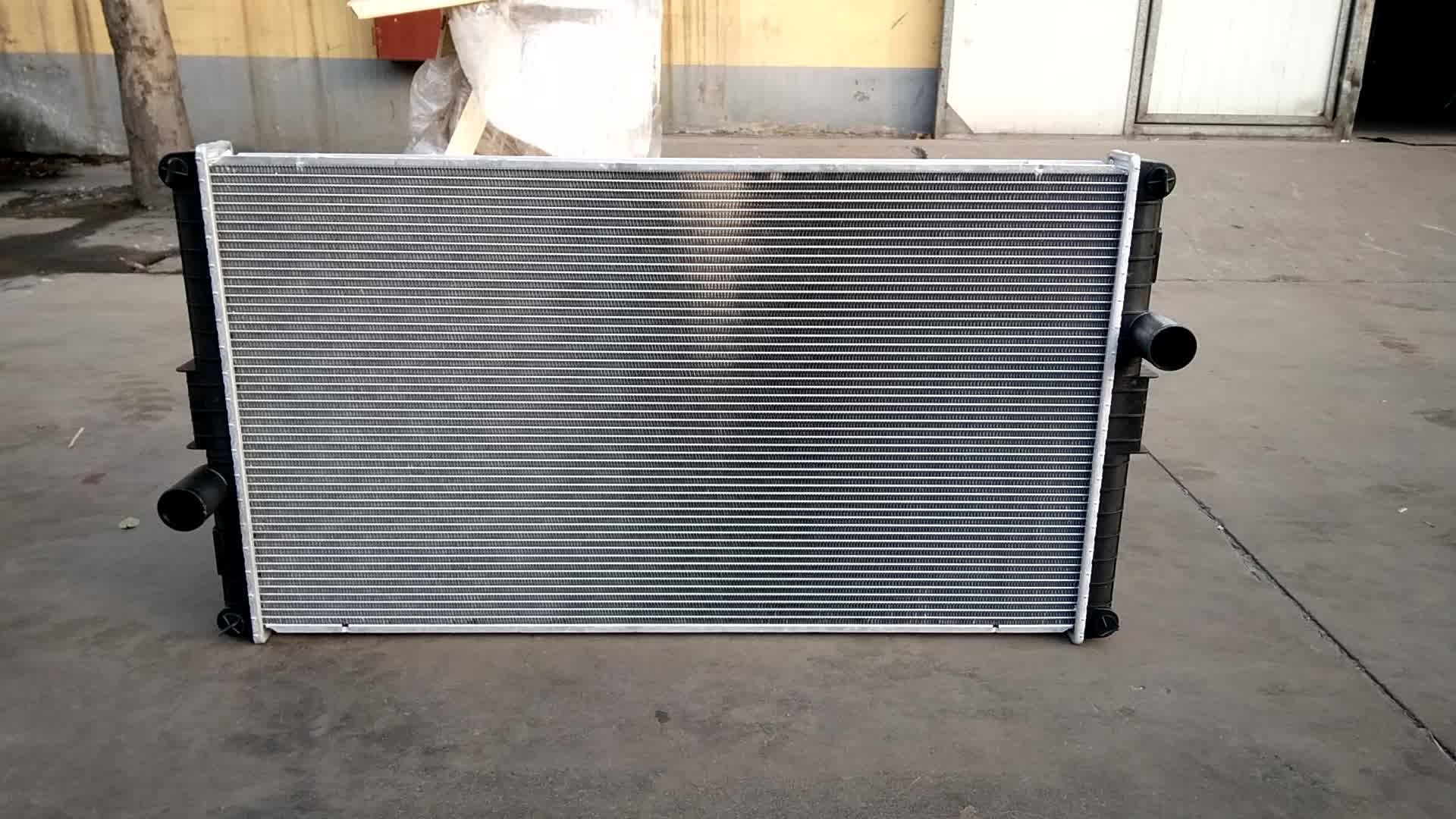 Hot Sale HD Truck Radiator For Freightliner Heavy Duty Truck 2001-1711