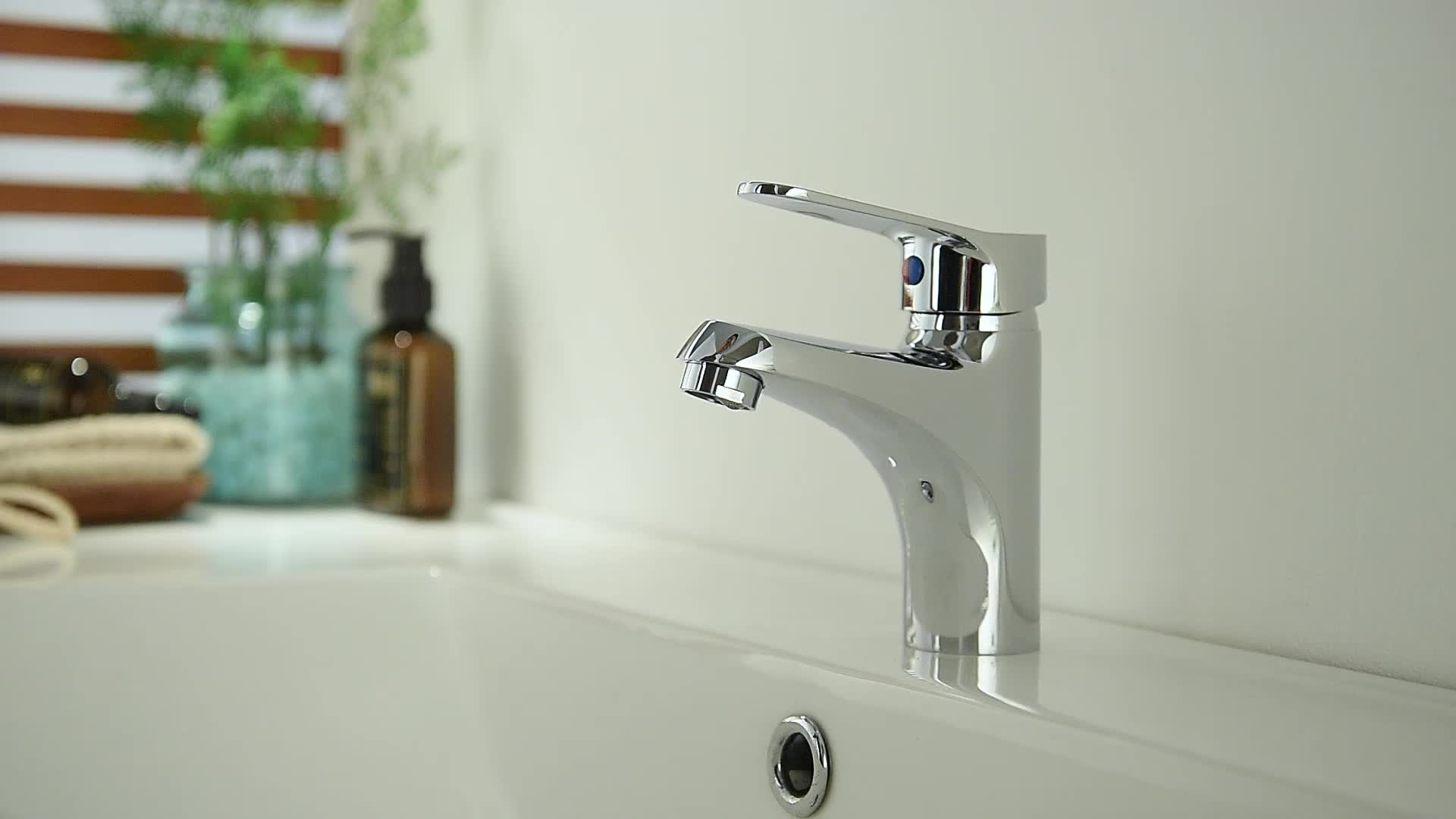 Single lever brass hot cold water mixer tap, taps manufacturer
