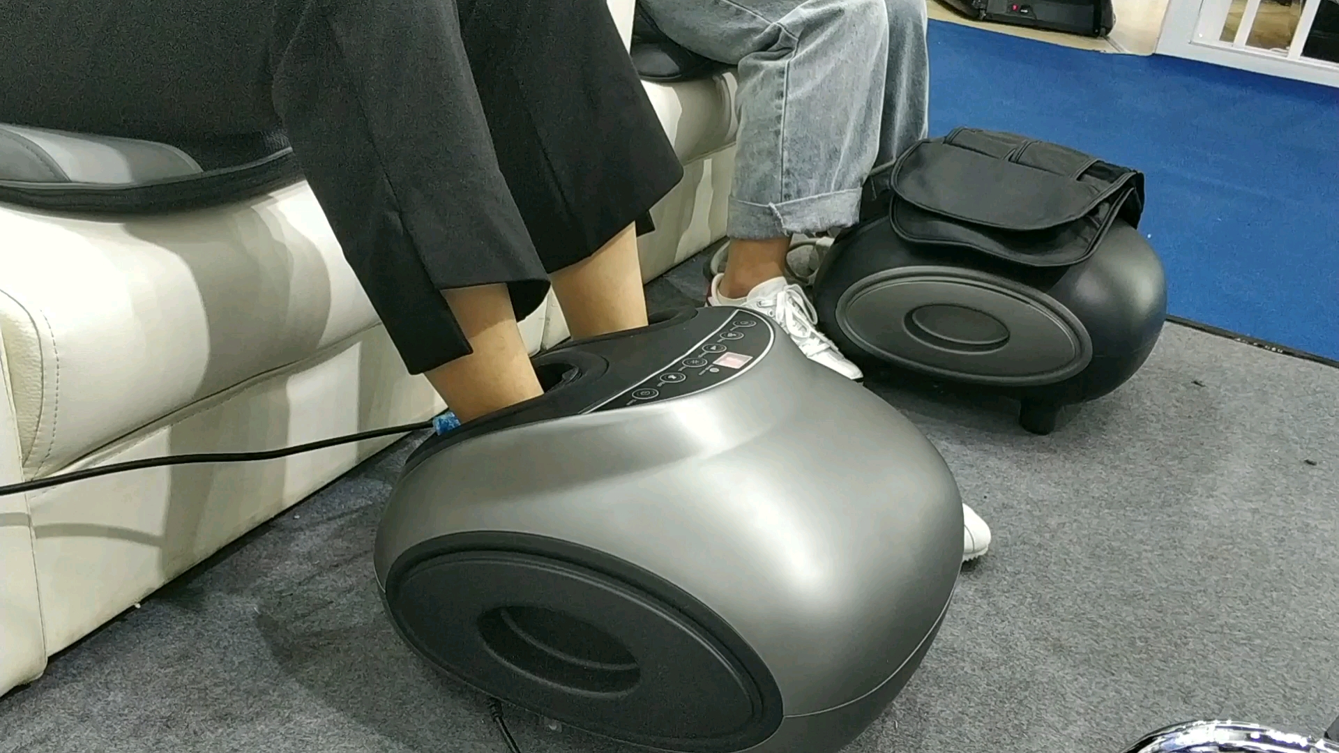 Best selling cheap relax automatic shiatsu kneading new electric heated foot massager