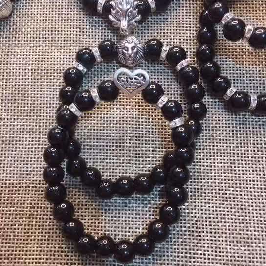 8 mm Obsidienne Petit Lion Bracelet Style De Rue Fatima Main Bracelet de Perle Noire Lot Mixte de Différents Styles