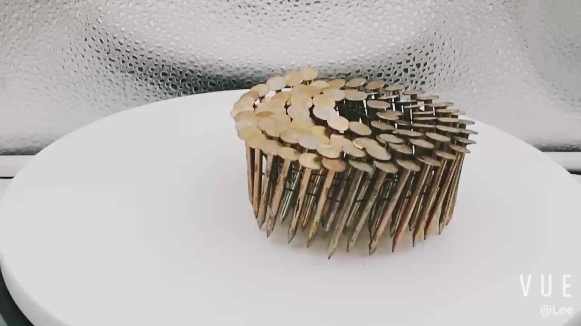China galvanizado pregos da bobina da telhadura da pata lisa