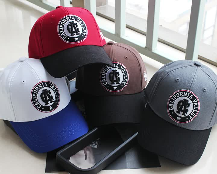Top quality sports team baseball cap with 3D embroidery logo and sticker