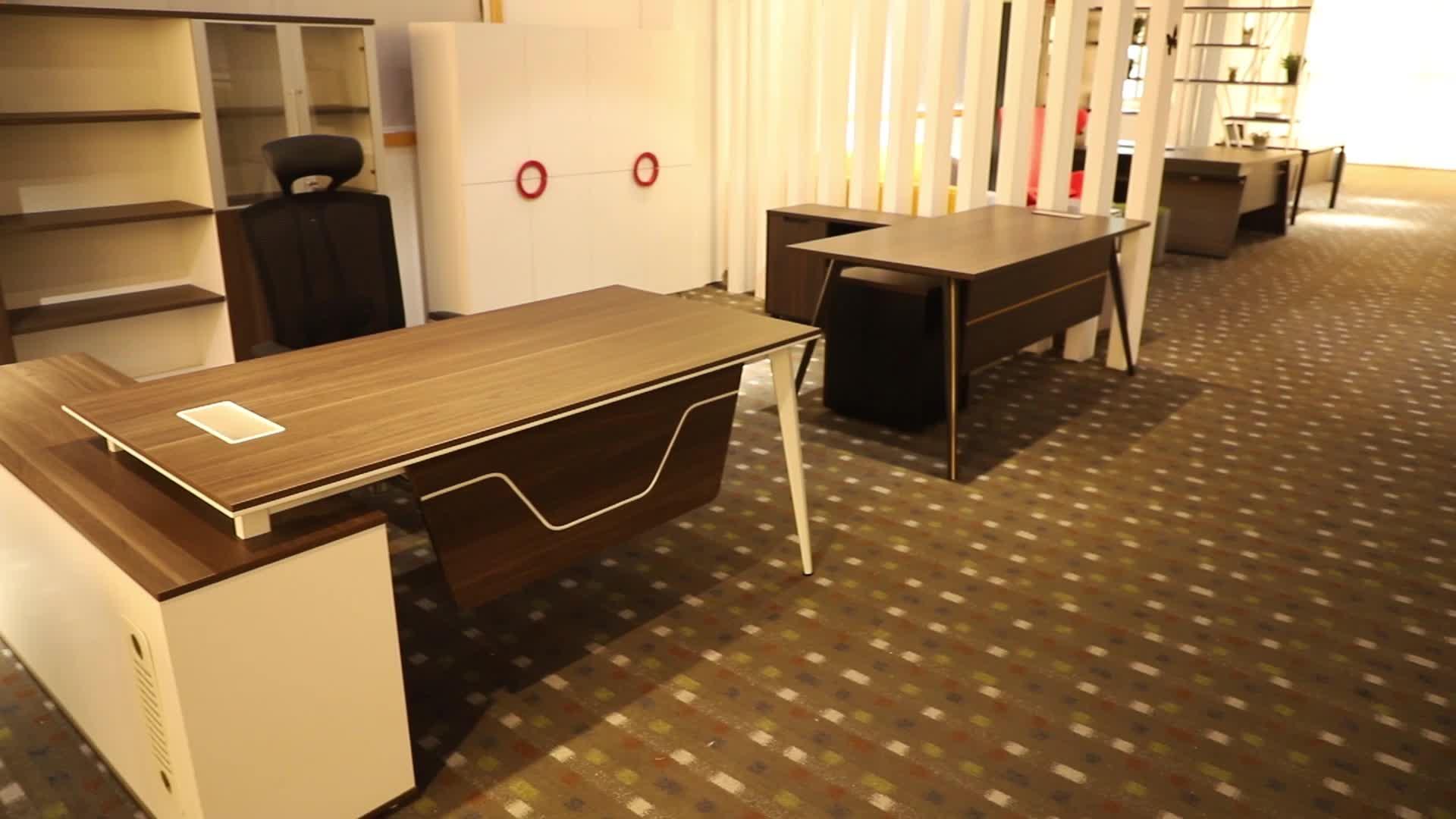 מותאם אישית אופנתי יוקרה עץ משרד ריהוט l בצורת שולחן במשרד הנהלה