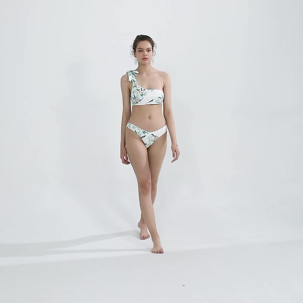 Không đối xứng 13 năm tuổi cô gái mặc bikini crochet bikini cực micro mini bộ bikini cô gái đồ bơi