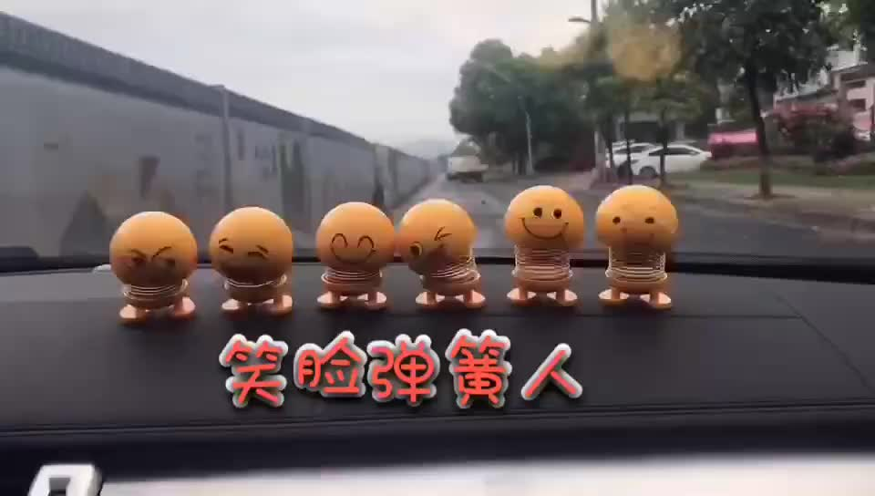 Factory price 2019 Funny Decoration Accessories Shining Emoji Shaking Head Spring Dancing Dolls Shaking Head Toy with 6pcs set