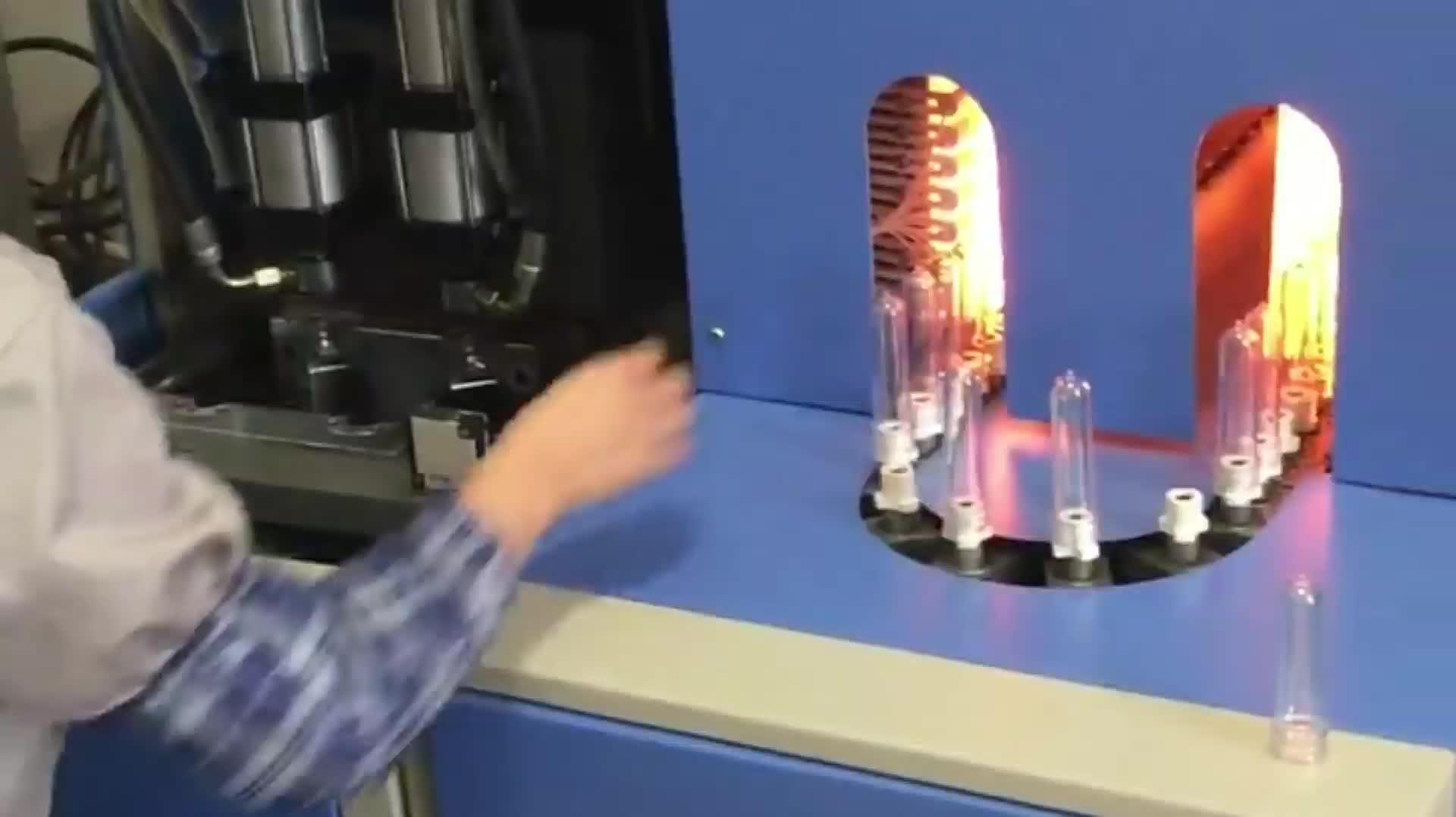 กึ่งอัตโนมัติ Ps Pe Pp Pet พลาสติกเครื่องดื่มน้ำมันเครื่องสำอางขวดน้ำทำให้ยืดเครื่องเป่า