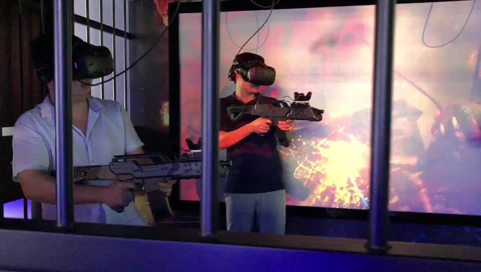 2018 VR Shooting Simulator VR Multiplayer Virtual Room with HTC VIVE VR Headset