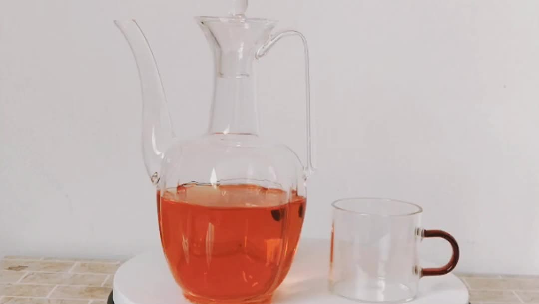 2019 China Factory Supply 19oz top hotel luxury 540ml glass kettle set with 130ml glass cup with handle