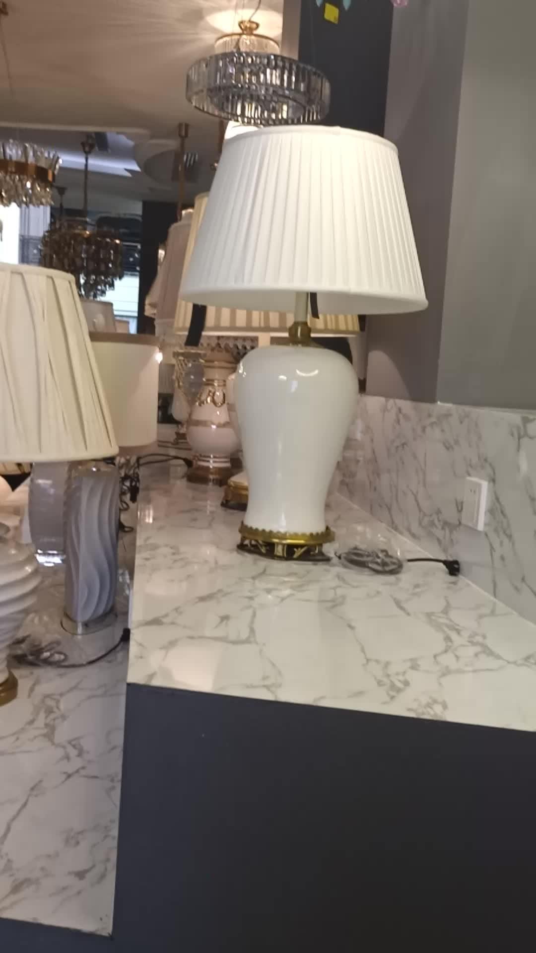 การออกแบบที่น่าทึ่งตารางโคมไฟทองแดงเช่นรูปร่างสุทธิ InterestingTable แสงสีขาวผ้าสีโคมไฟโต๊ะโคมไฟ
