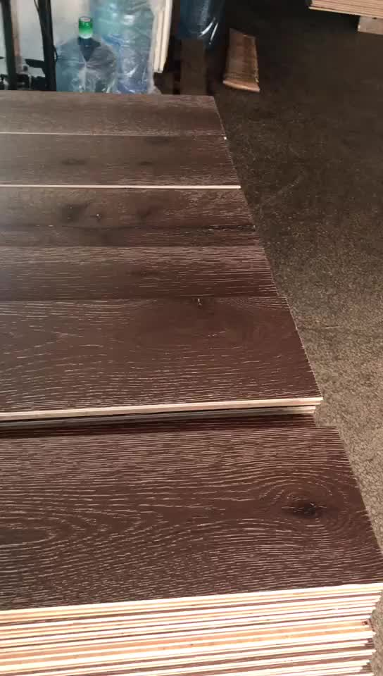 honey color smooth wired brushed oiled European Oak engineered flooring