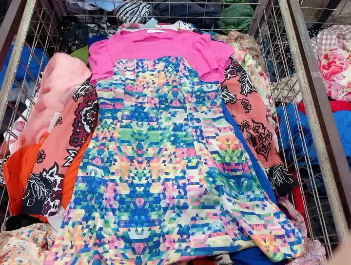 शीर्ष मानक इस्तेमाल कपड़े दूसरे हाथ में कपड़ों पुरुषों महिलाओं
