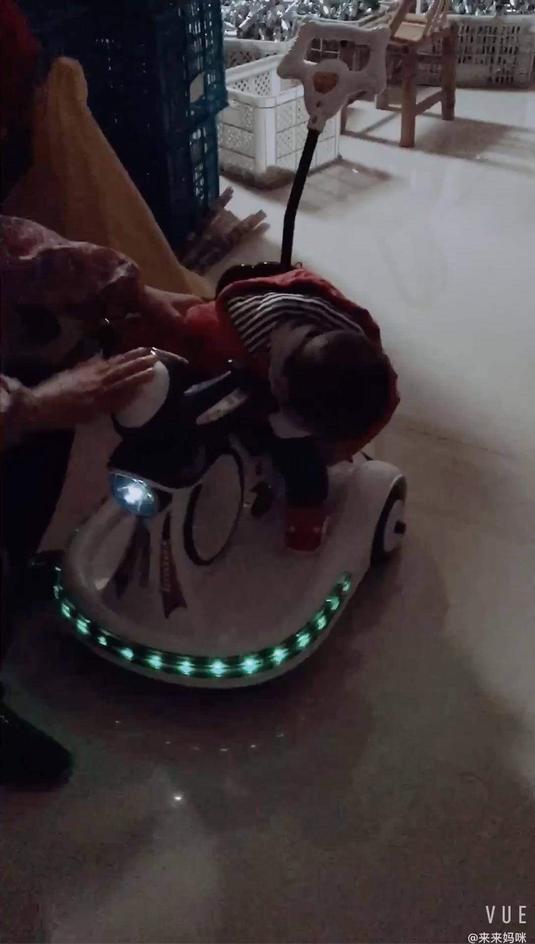 Chạy được quãng đường đi điều khiển từ xa đi xe trên đồ chơi xe hơi thương mại trẻ em điện mini xe cho trẻ em
