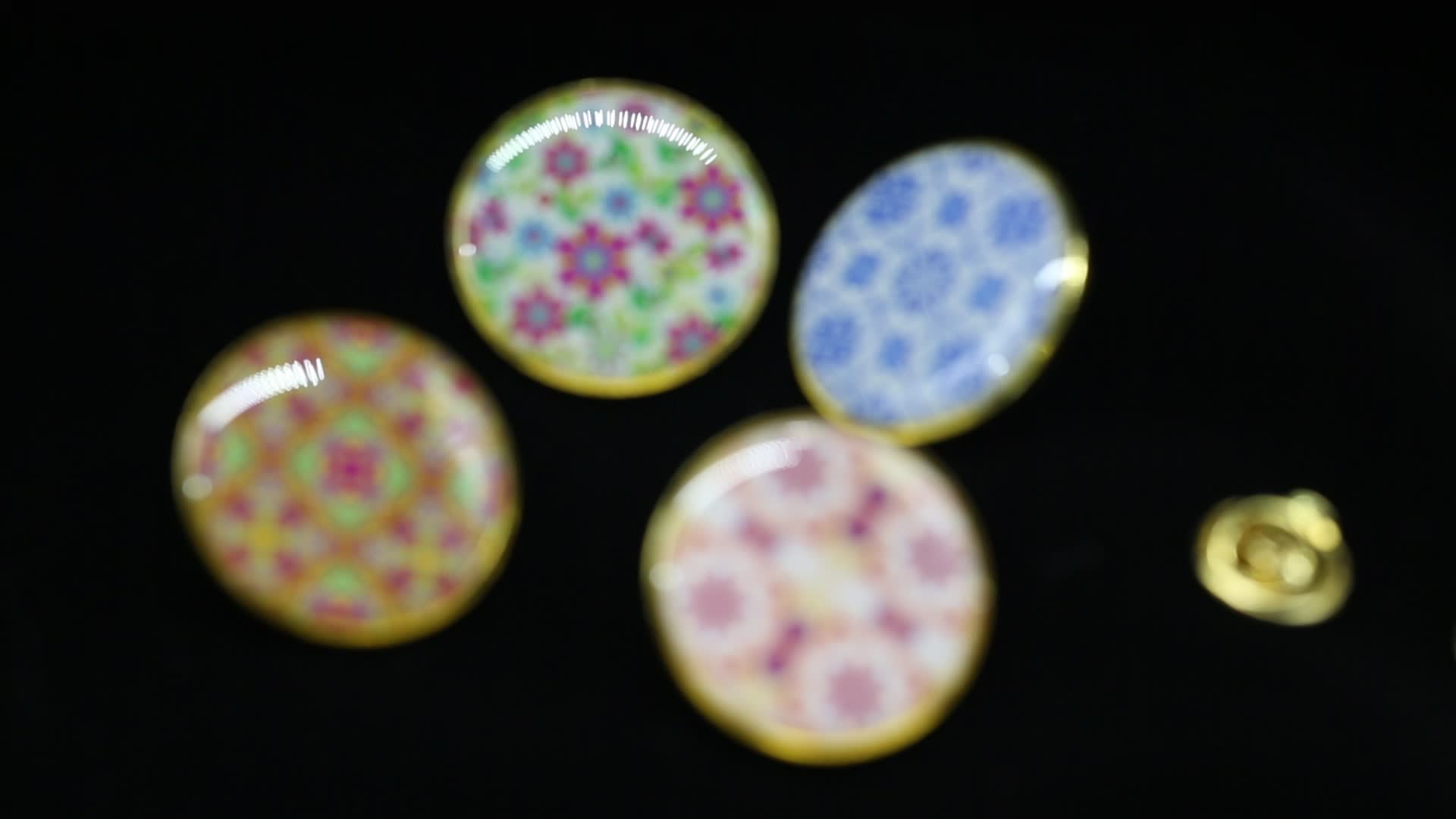 Promotion custom metal gold resin epoxy clothes button pin badge