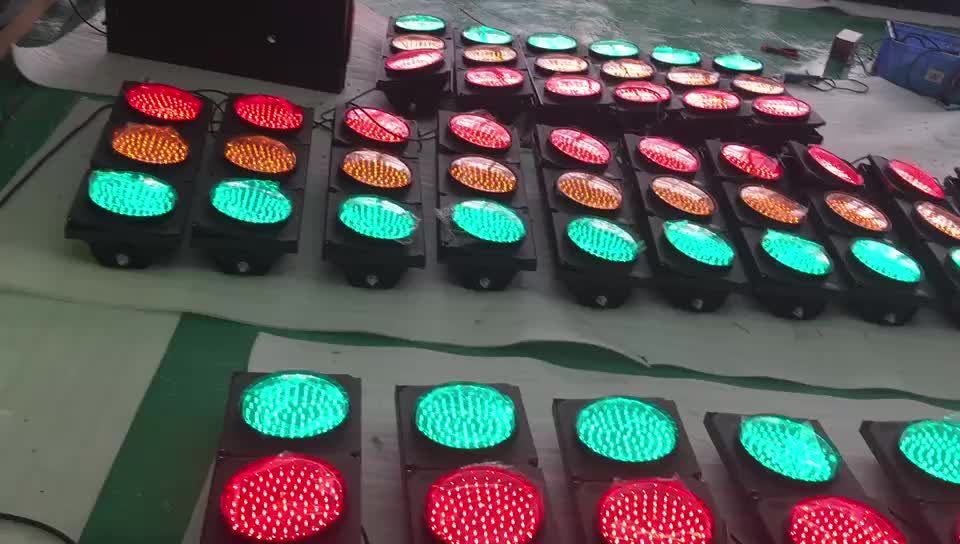 10 years factory Hot Sale Car Parking 200mm Red Green Led Traffic Light