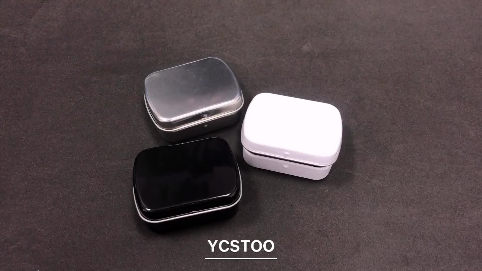 작은 흰색 사각형 빈 민트 금속 주석 상자