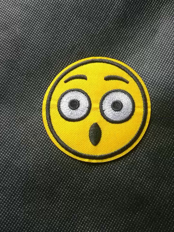 カスタム布の背景刺繍パッチ/バッジ米国