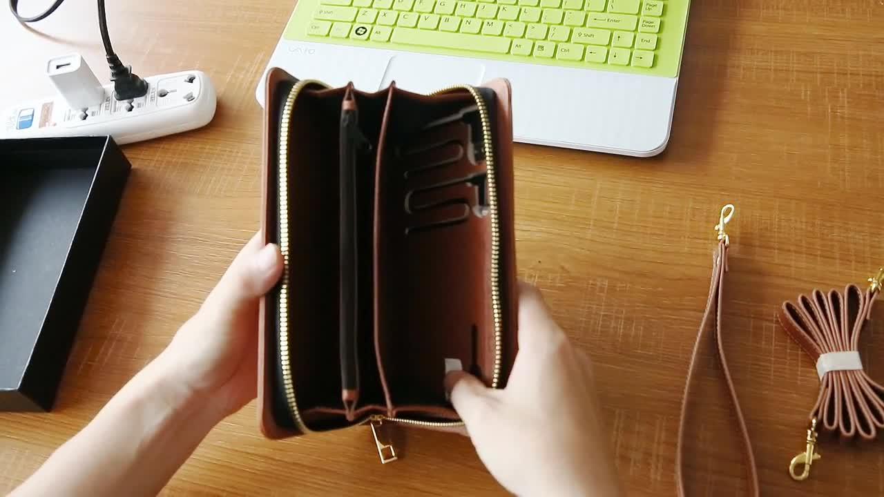 Custom Women Lady Leather Power Bank Wallet with Charging Cable Clutch Chains