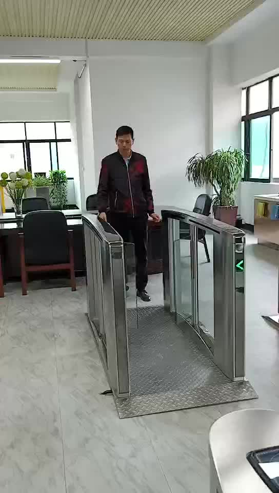 The security level of this Speed Gate can be increased with 1800mm glass