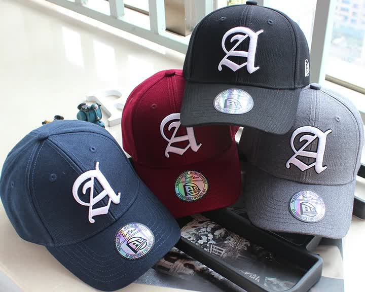 Custom made small MOQ baseball cap with 3D embroidery logo and sticker