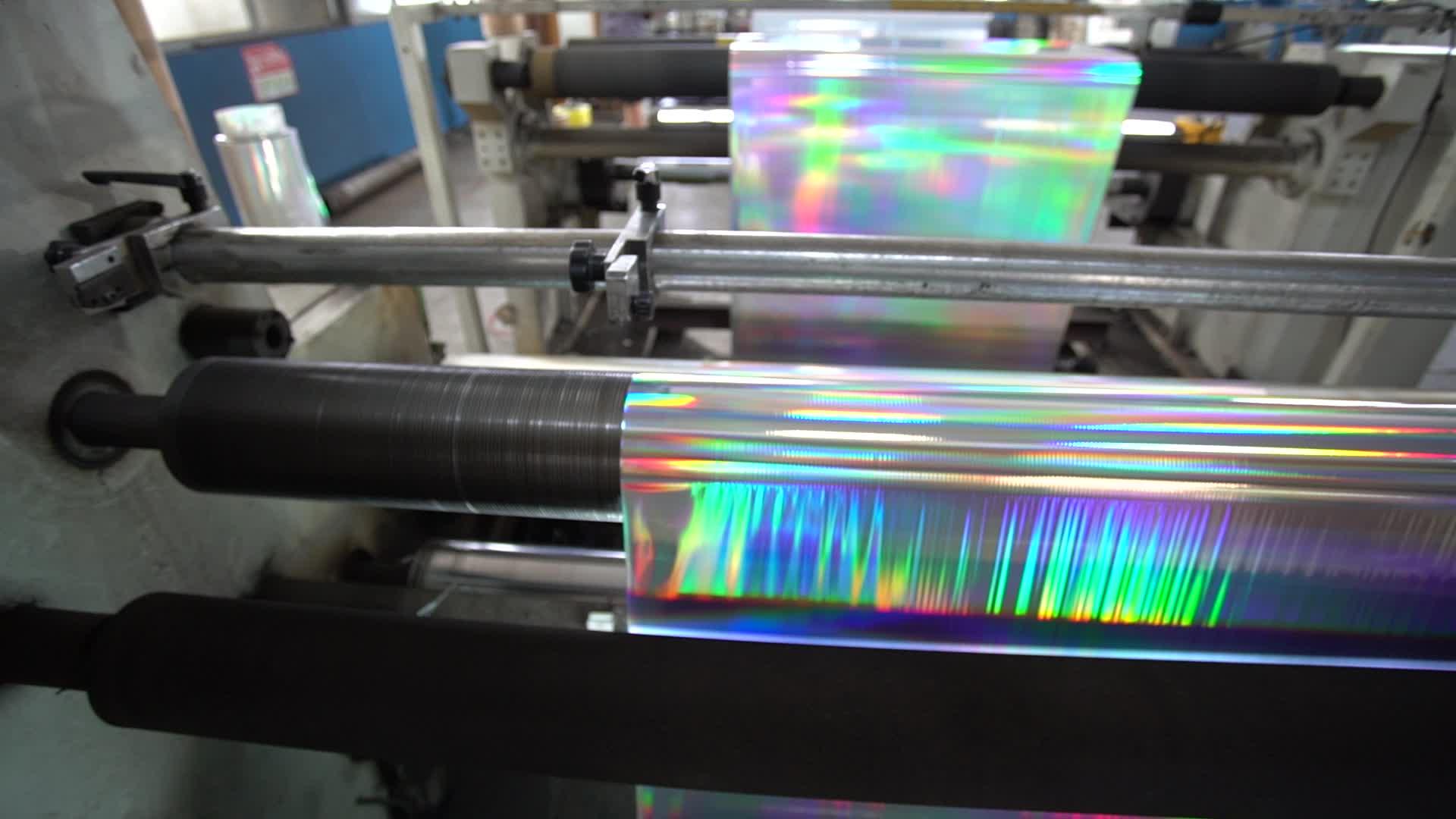 Yüksek Parlak Yanardöner Gökkuşağı Metalize Polyester/Holografik Kabartma Metalize PET Film
