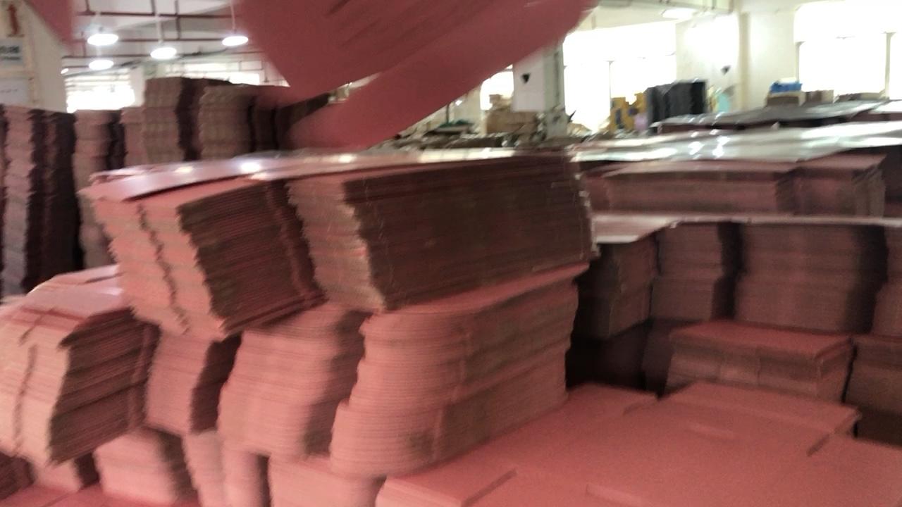 Custom Gold Folie Logo Pantone Gekleurd Golfkarton Roze Cosmetische Verpakking Lashes Posting Doos Met Dank U Gift Envelop