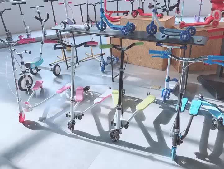 Alla deriva di Sport Dei Capretti 3 Ruote Pieghevole Altalena Drago Tri Scooter Winged Spingere Movimento