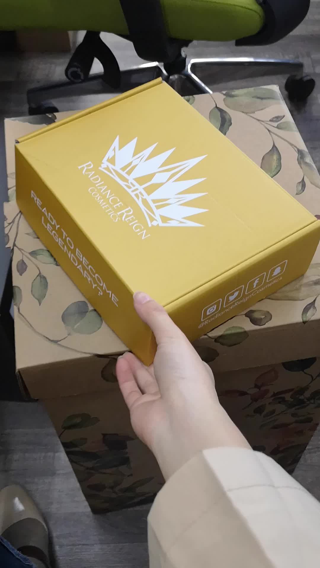 Luxury hard paper 배송 우편물 상자 금 호 일 custom 골 판지 포장 와 무늬를 넣은후 주름을 넣어서 상자