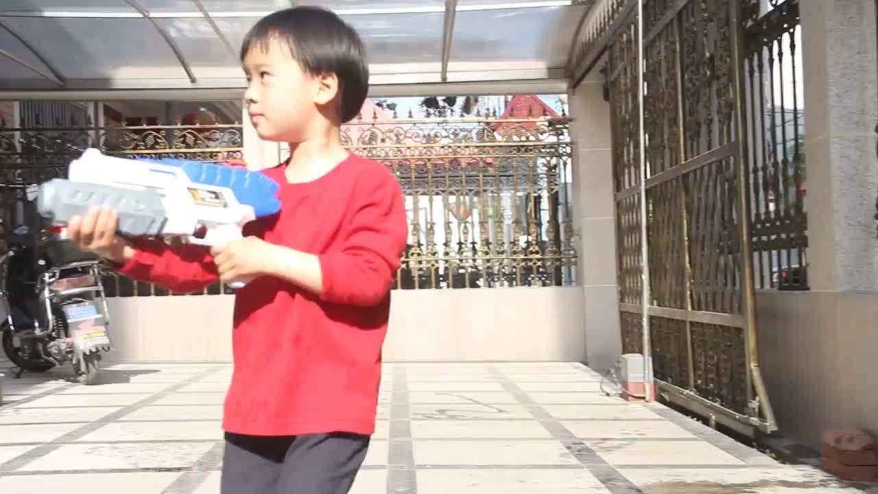 Tongli 528 Mainan Anak untuk Anak Laki-laki dan Perempuan Pistol Air Super Power Musim Panas Mainan Outdoor Pistol Air Keamanan Mainan Pistol tangki Air Yang Besar