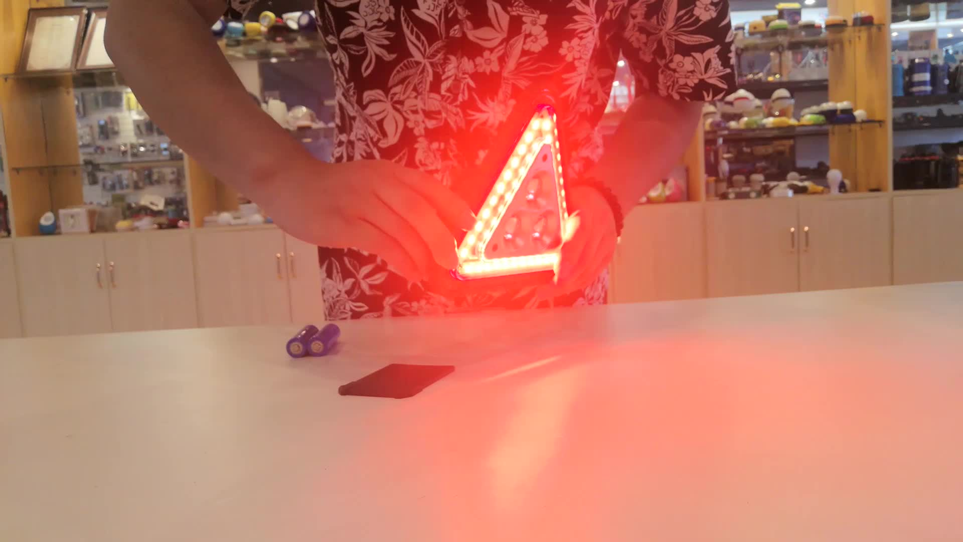 Road Flare Emergency 33 SMD Triangle Warning Lamp 5W COB Worklight 18650 USB Rechargeable 450lm LED Work Light with Input Output