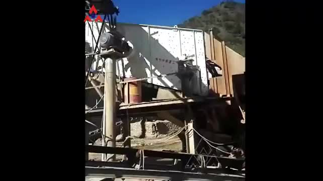 China high efficiency circular Vibrating screener the selling crusher for crushing stone and rock