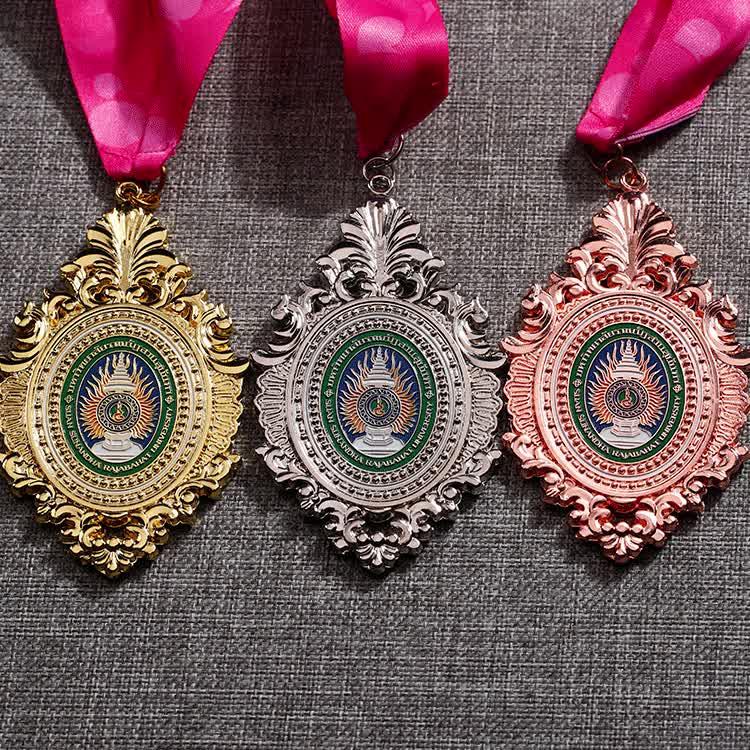 Wholesale factory zinc alloy custom 3D religious metal gold miraculous medal