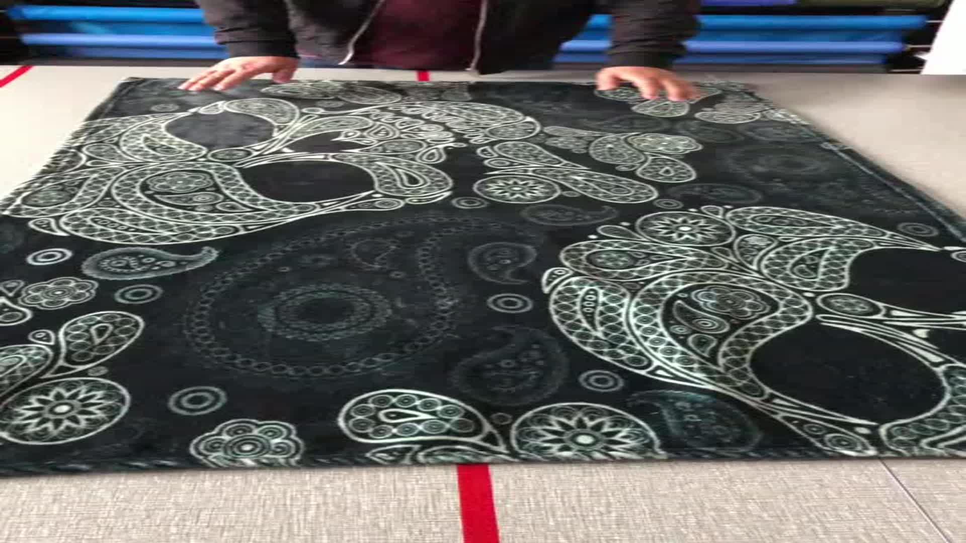 En kaliteli özel % 100 polyester baskılı pazen battaniye ile logo