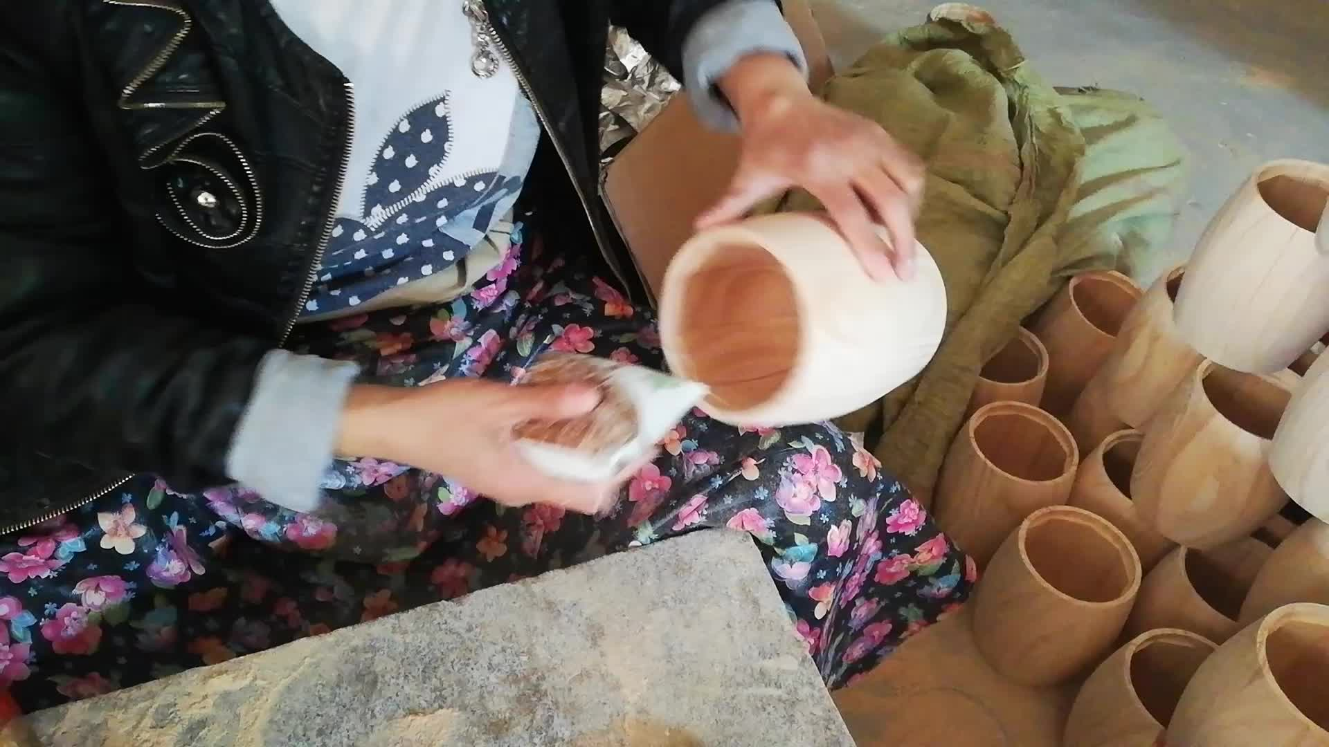 Mini-Kaffeefaß aus Holzmaterial und nautischem Stil