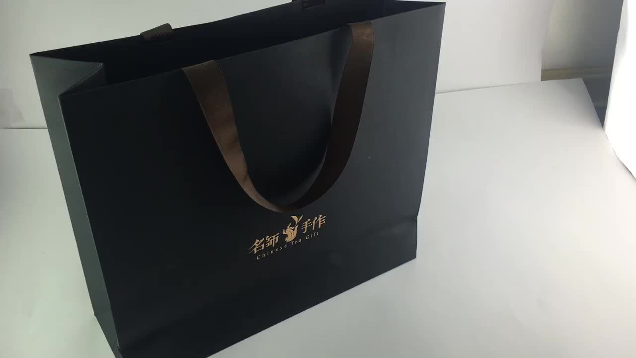 2018 Customized size gift paper bag with handle