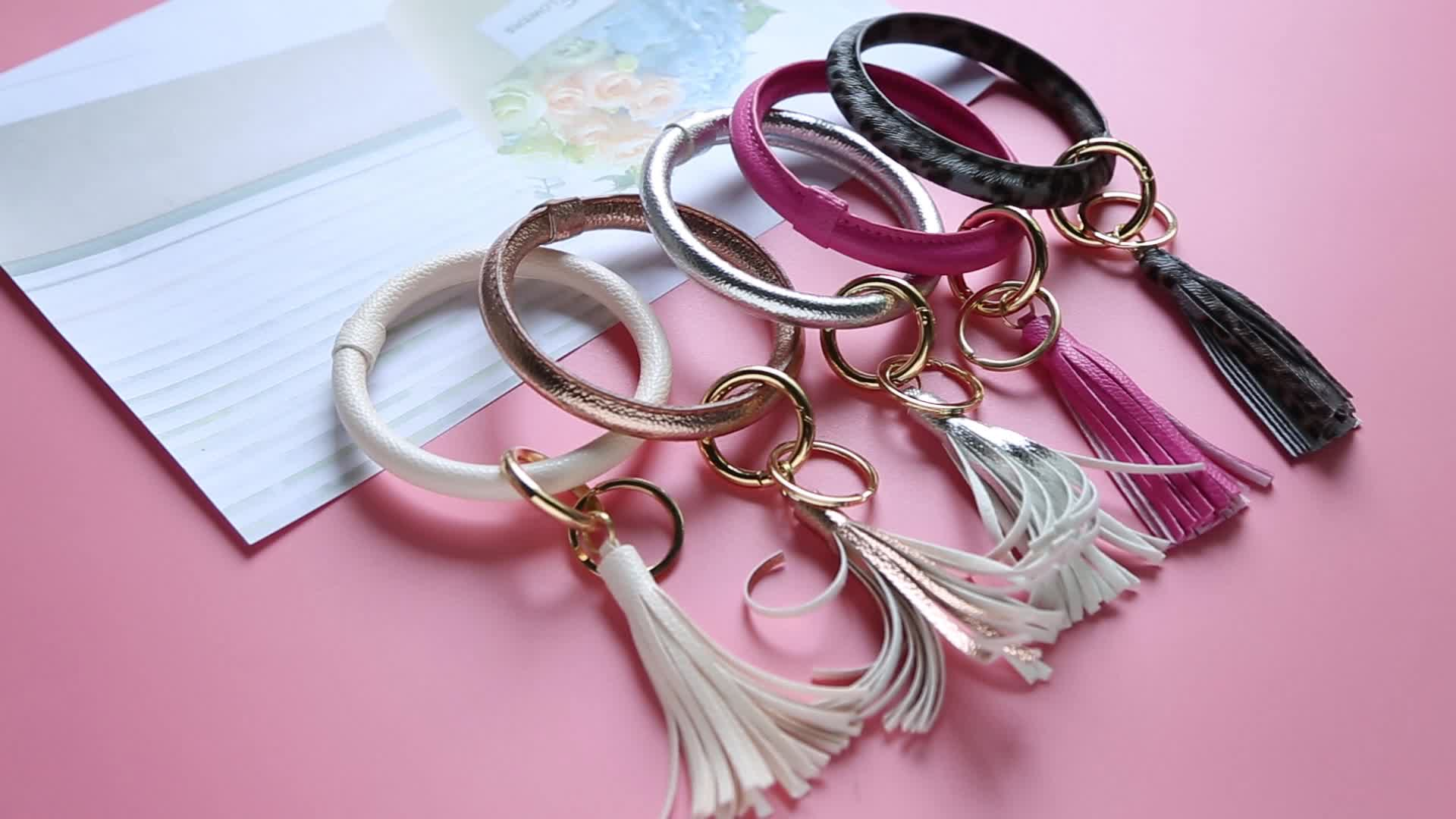 Faction Maman motifs monogrammé émail disque bracelet en cuir porte-clés grand O bracelet bracelet en cuir gland porte-clés