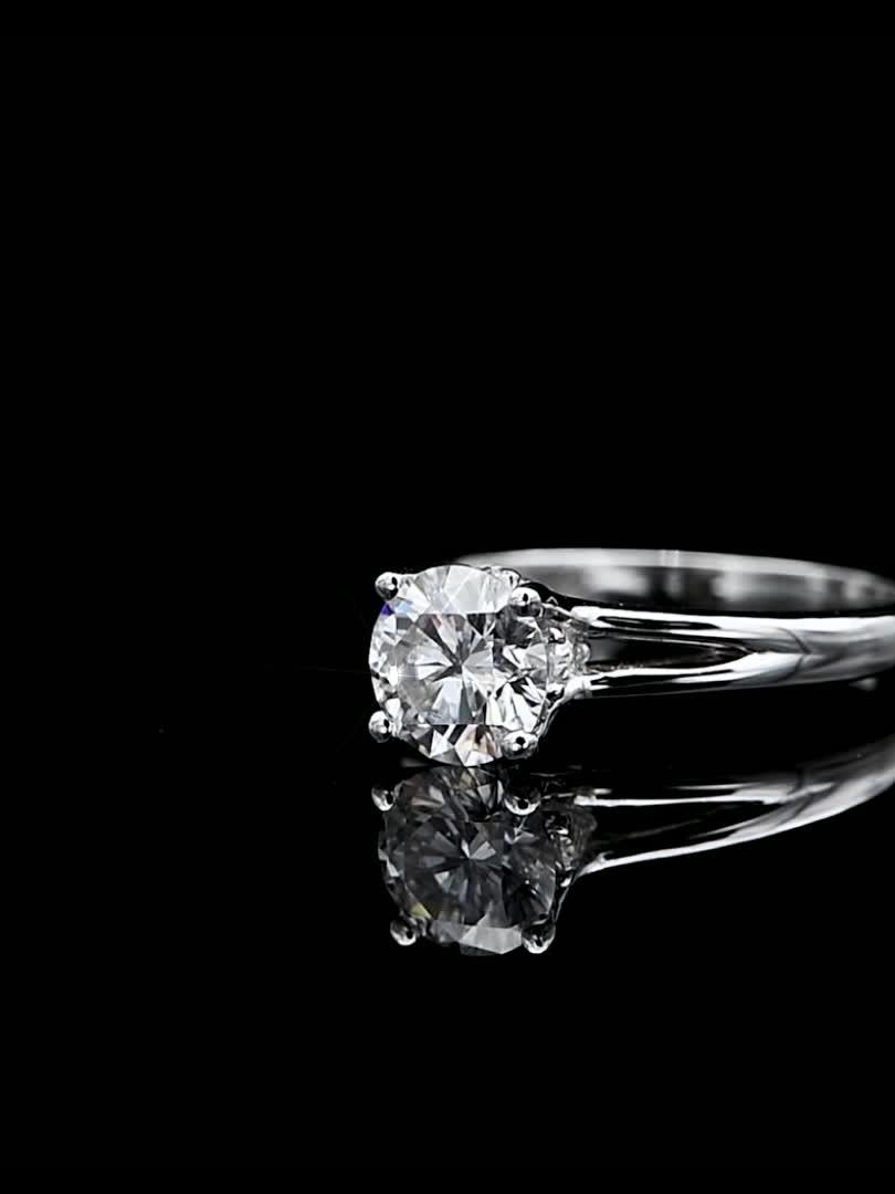 เครื่องประดับที่กำหนดเอง 4 Claw Prongs 925 สเตอร์ลิง Silver Solitaire Moissanite Diamond แหวนหมั้นแหวน