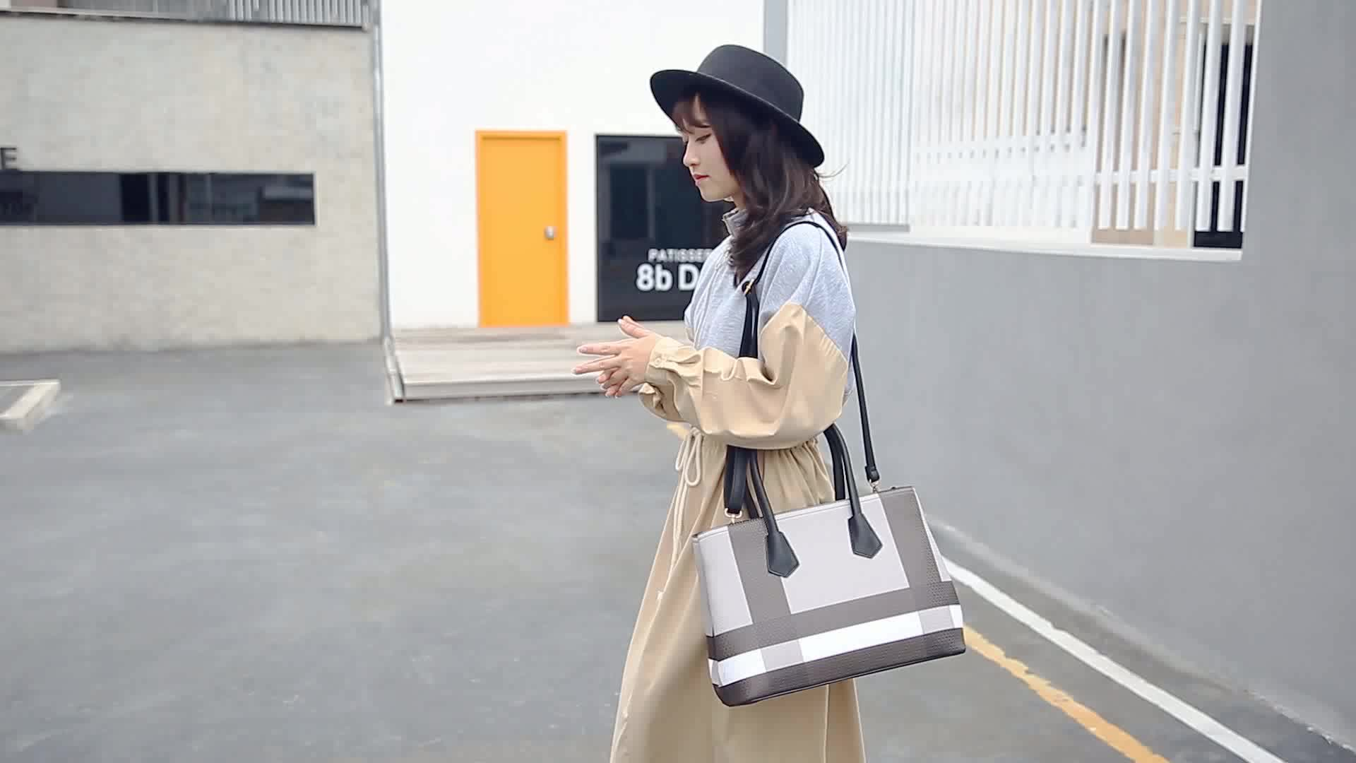 Shipped within two days Famous brands Classic  Printed pattern designer bags vintage leather bags women leather stylish handbags