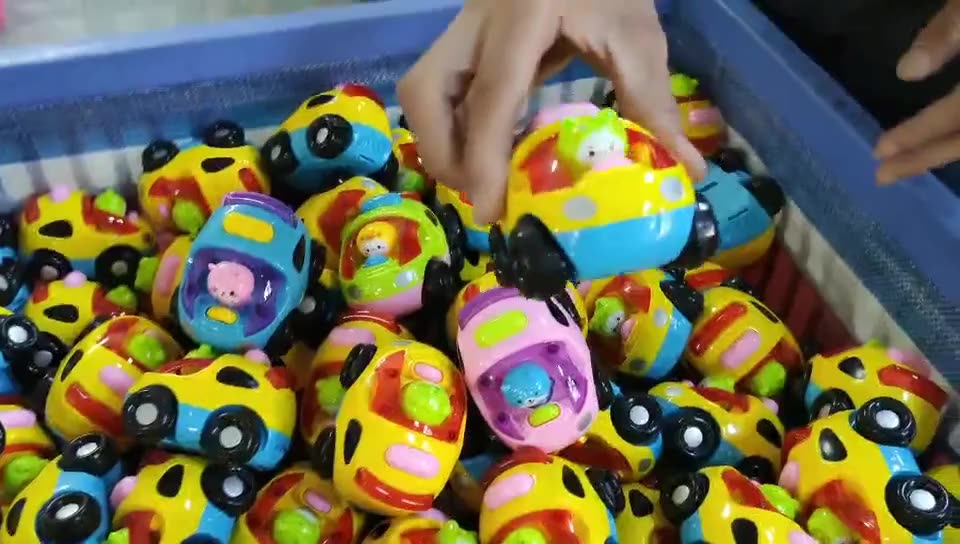 Latest Hot selling kids plastic Friction Jump cars toys small Cartoon Beating figurine Friction car