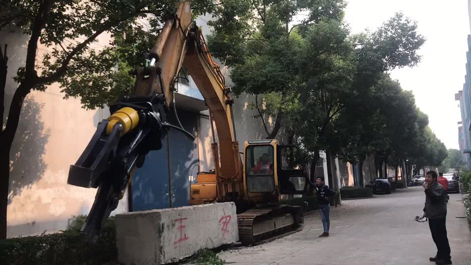 Excavator Attachment  Double cylinder hydraulic shear scrap shear and scrap metal shears for sale