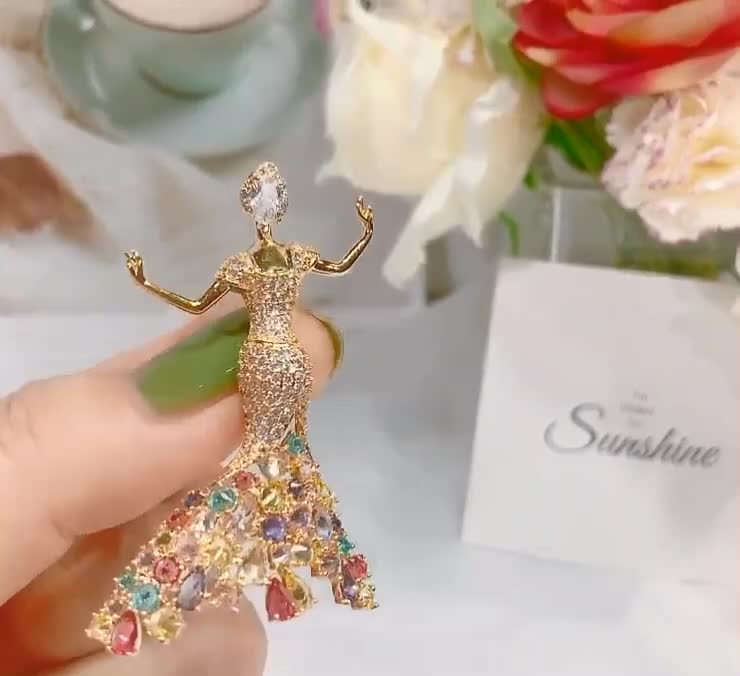 Trade Assurance Korean simple inlaid zircon princess shaped brooch for dress decoration suit jacket women's accessories