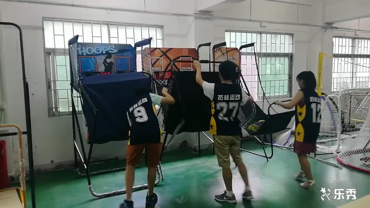 2ผู้เล่นที่สามารถเคลื่อนย้ายพับเครื่องยิงบาสเกตบอล