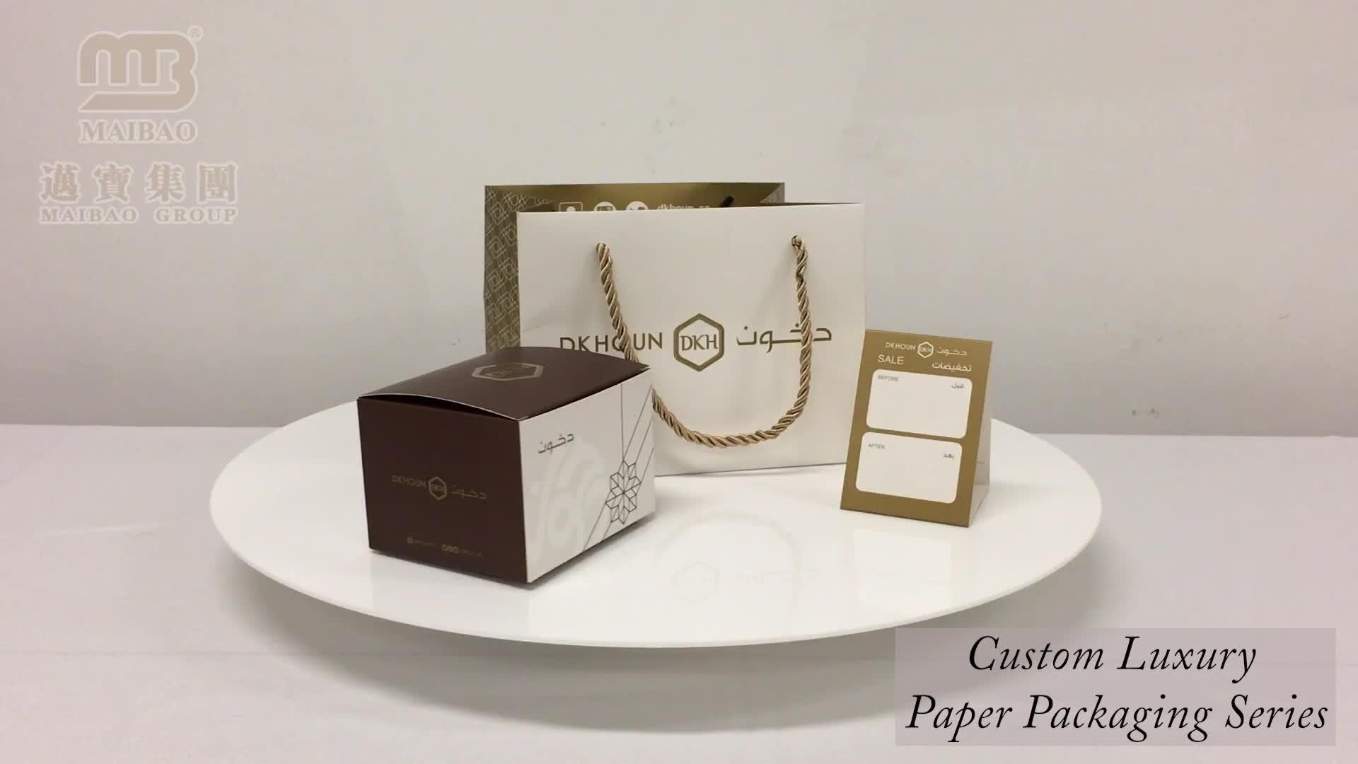 चीन का विनिर्माण छोटे सफेद लक्जरी वाहक शादी कस्टम लोगो मुद्रित कागज उपहार बैग के साथ संभाल