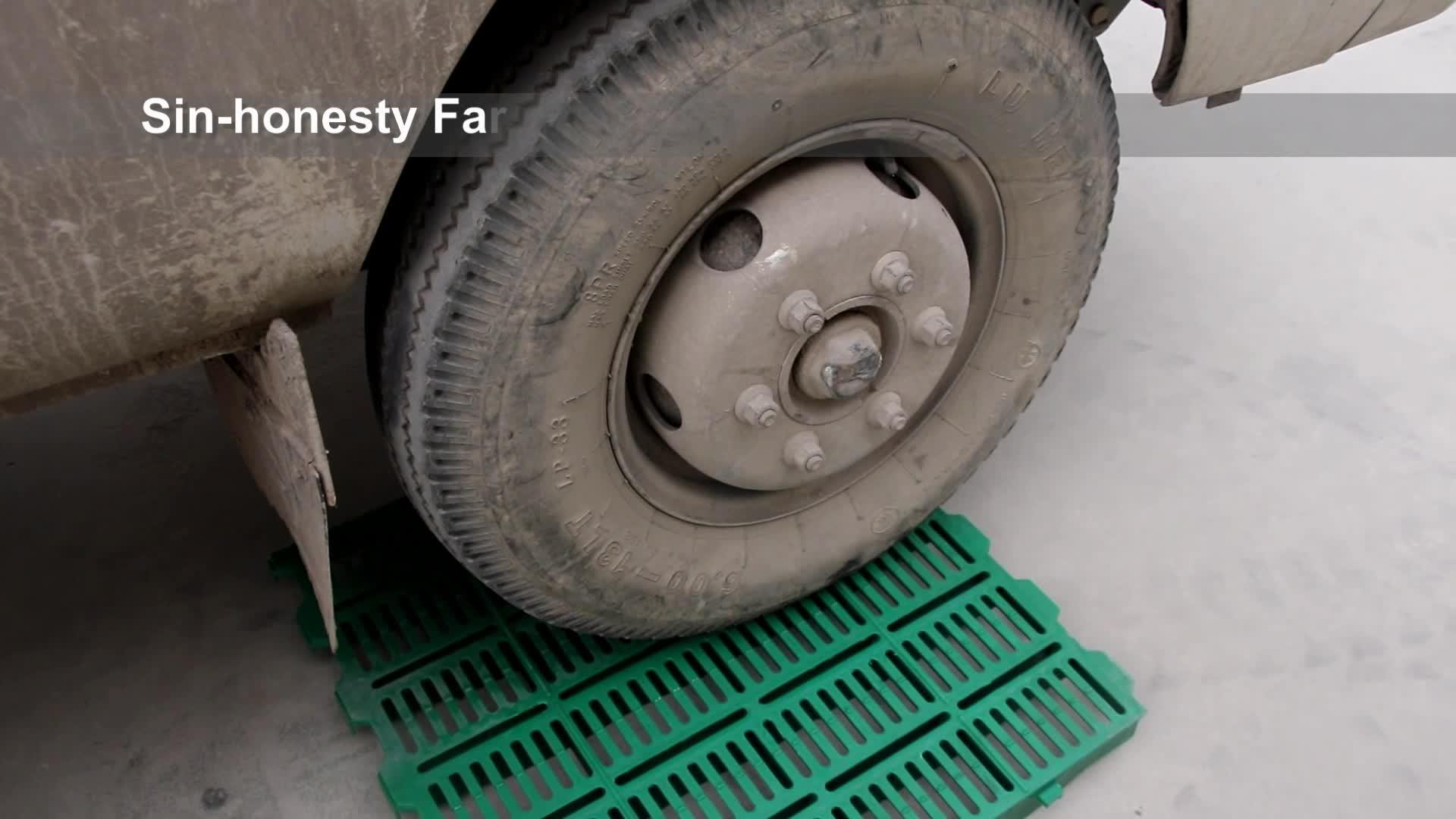 Plastic slatted floor plastic flooring for sow crate piggery equipment