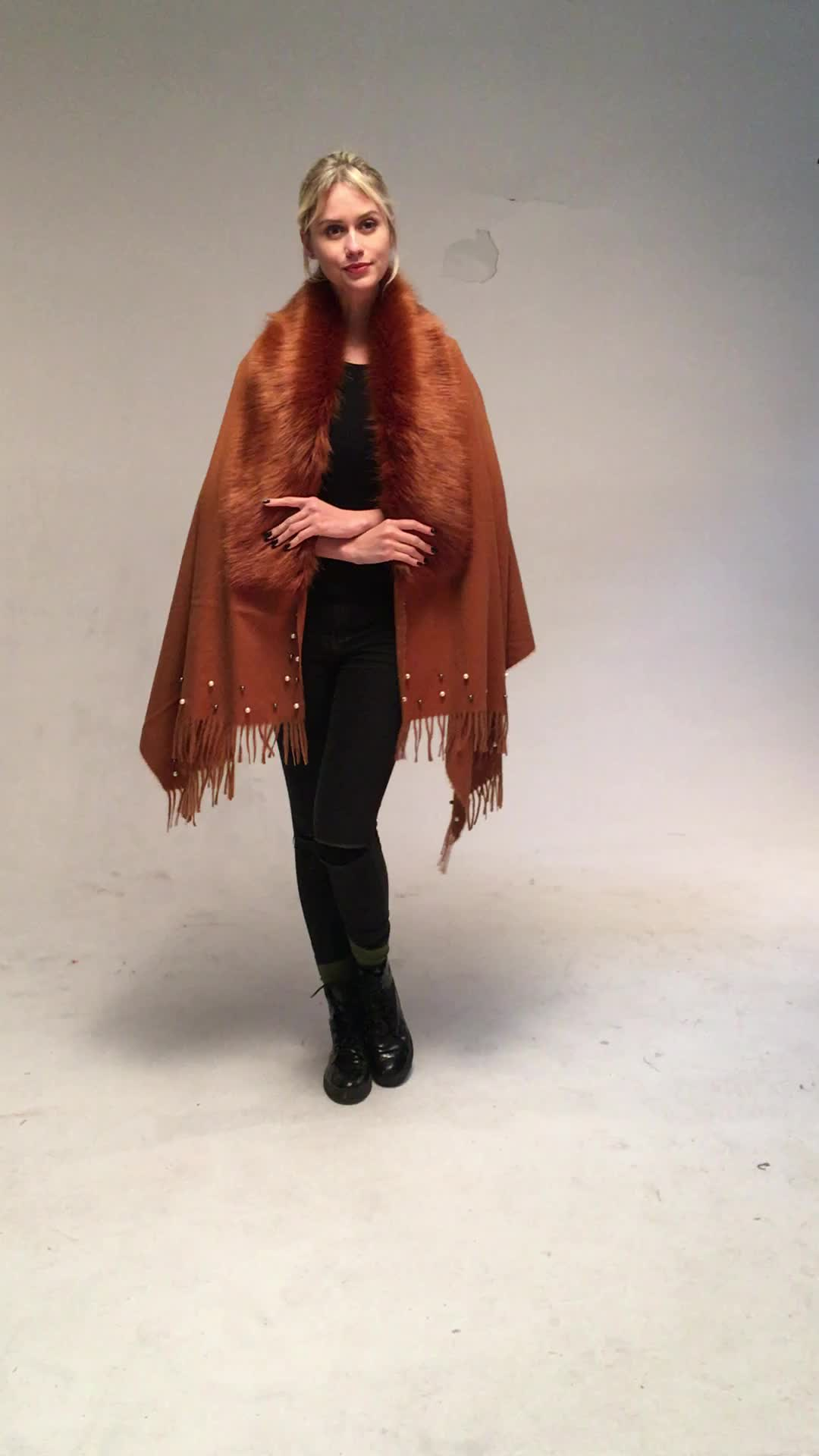 autumn and winter wholesale new designs tassel cloak shawl cashmere wrap wool poncho cape scarf with fur collar