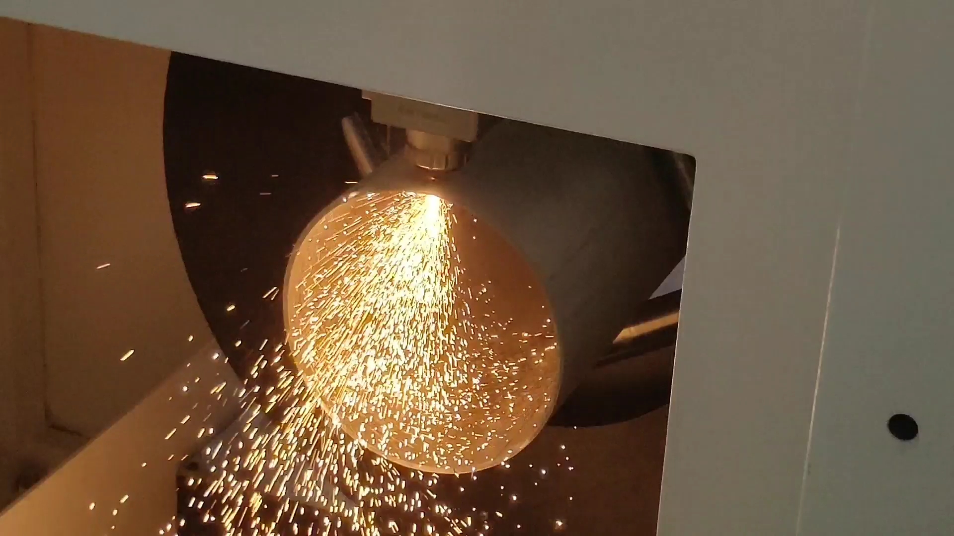China 500 W 1000 W cnc cutter 3d Vel Buis Ijzer Roestvrij Staal Aluminium Metalen Fiber Laser Snijmachine Prijs