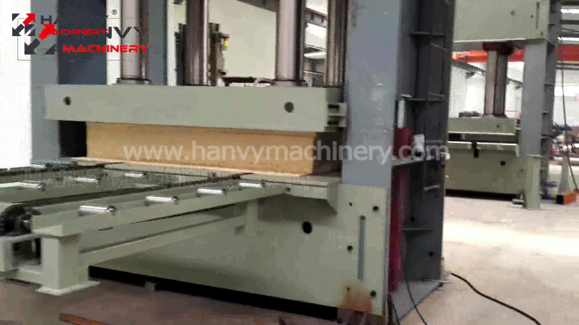 جهاز PLC من سيمنز 1370x2700 ملليمتر 500T Hanvy الخشب الرقائقي الباردة الصحافة